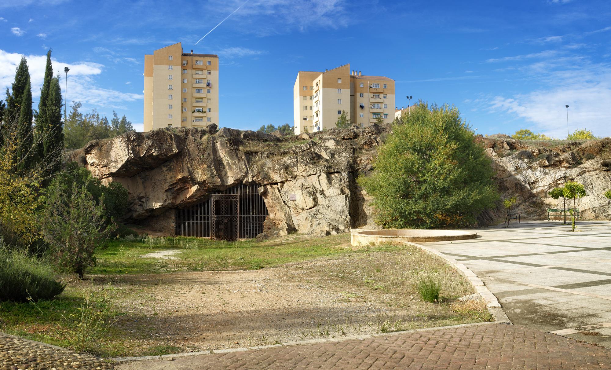 Resultado de imagen de cueva de maltravieso