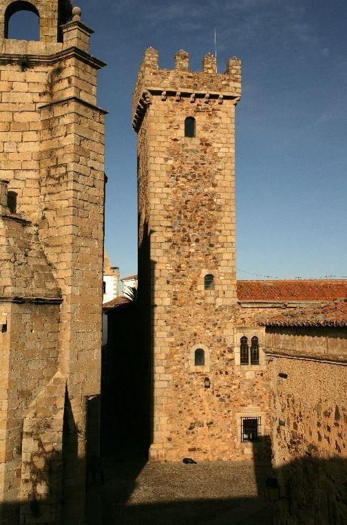 Resultado de imagen de Casa de los Caceres-Ovando y Torre de las Cigüeñas