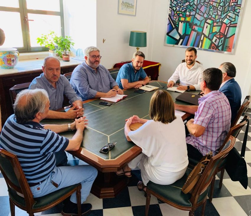 Luis Salaya se reúne con la asociación del Polígono Industrial Las Capellanías