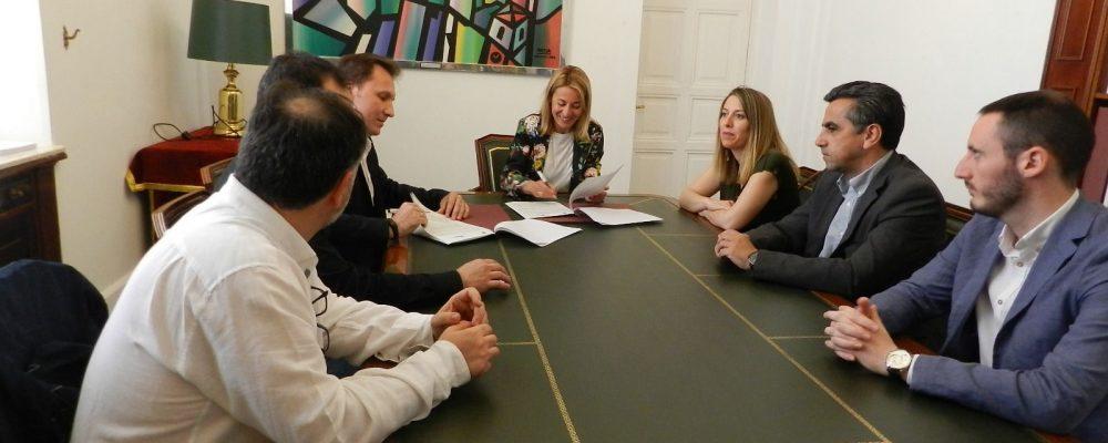 Ayuntamiento y AEXTIC firman un convenio para fomentar la innovación del sector TIC en la ciudad