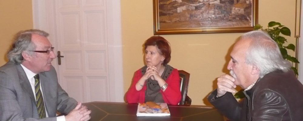 La Alcaldesa recibe a la Plataforma que apoya la estación del AVE en la actual