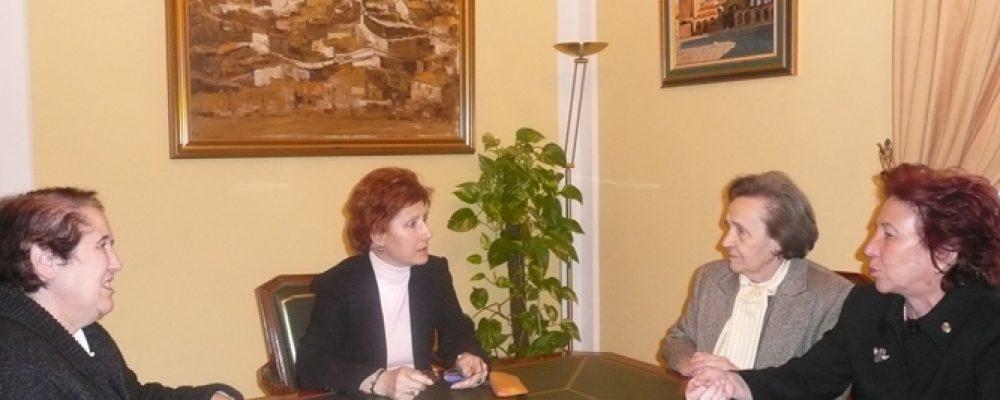 La Alcaldesa muestra su disposición a colaborar con ACISF