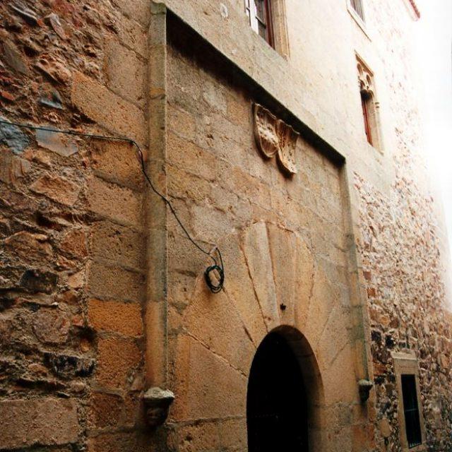 Casa de Ovando-Mogollón-Perero-Paredes (Ovando-Mogollón-Perero-Paredes House)