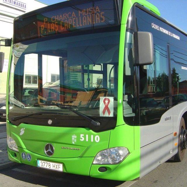 Aprobado el Protocolo de acceso de personas con discapacidad y movilidad reducida en sccoter, a los autobuses del Servicio Municipal de Cáceres