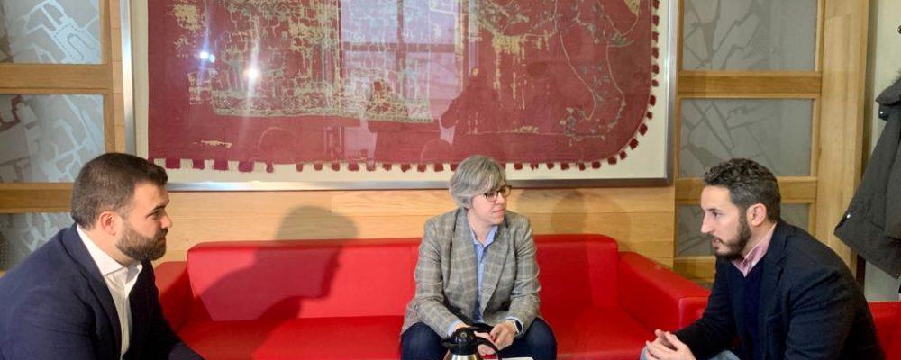 La consejera de Movilidad, Transporte y Vivienda, Leire Iglesias, ha anunciado que la Junta de Extremadura acondicionará la parte inicial de la EX-390 que se corresponde con la avenida Héroes de Baler de Cáceres, destinando 200.000 euros para actualizar el proyecto