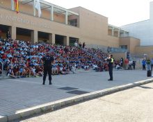 La unidad canina de la Policía realiza una exhibición en el San Antonio sobre el consumo de drogas en colegios